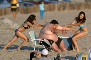 Толстый мужчина с пивным животом