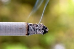 Сигаретный дым - причина кашля
