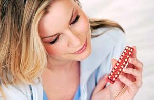 Женщина с противозачаточными таблетками