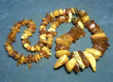 Могут ли быть полезны янтарные бусы при заболеваниях щитовидной железы?