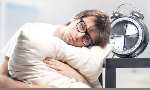 Заснуть после запоя не так просто, как может показаться с первого взгляда. Для многих это становится настоящей проблемой