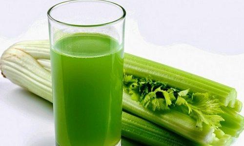 Лечить нарушения мочеиспускания можно посредством свежего сока сельдерея. Употреблять напиток рекомендуется по 2 ч. л. за полчаса перед каждым приемом пищи