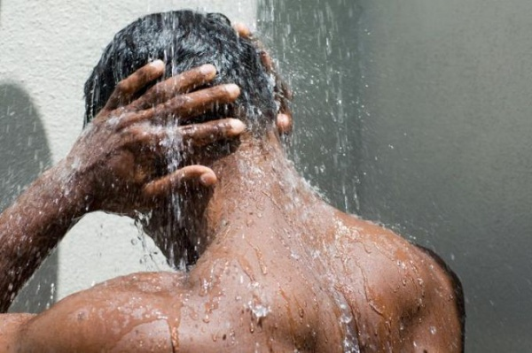 Душ и ванна мужчина