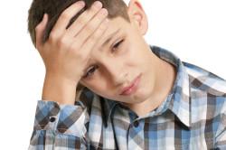 Сильная головная боль один из симптомов ларингита у детей
