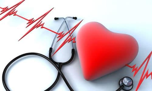 Артериальная гипертензия характеризуется повышением давления (выше 140 на 90)
