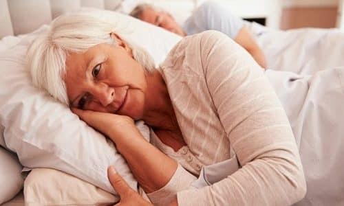 С возрастом у женщины происходит ослабление сфинктера. При этом развивается ночной энурез