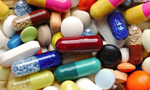 Антибиотики играют решающую роль в лечении. Применяют препараты широкого спектра действия, главным действующим веществом которых является тетрациклин или эритромицин