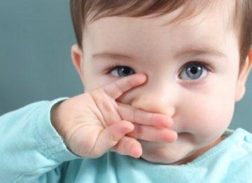 Чем лучше лечить зеленые сопли у ребенка?