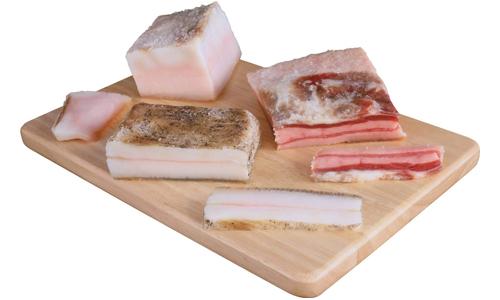 От воспалившегося, болезненного геморроя и трещин ректального клапана помогает свиное сало с травами