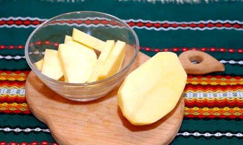 Суппозиторий из сырого картофеля. Это средство, благодаря содержащемуся в исходном сырье крахмалу, заживляет ранки и останавливает кровь