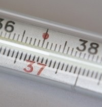 Температура тела в большинстве случаев не превышает 38°C и возникает только при сильном воспалительном процессе
