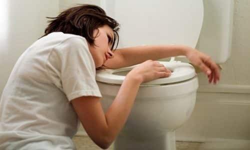 Мочекаменная болезнь у женщин сопровождается тошнотой и рвотой