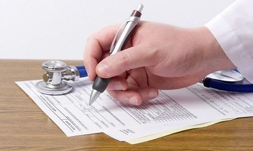При лечении острого геморроя врач снимает симптоматику недуга, а уже затем назначает нужные диагностические процедуры