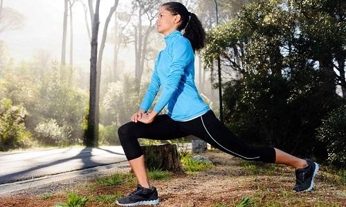 Одним из способов, как вылечить геморрой в домашних условиях, является спорт и специальные упражнения